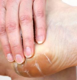 kolay ayak bakımı Evde Ayak Bakımı Nasıl Yapılır, kolay ayak bakımı, nasıl yapılır, topuk çatlaması, ayak terlemesi Evde Ayak Bakımı Nasıl Yapılır kolay ayak bakimi sagligi